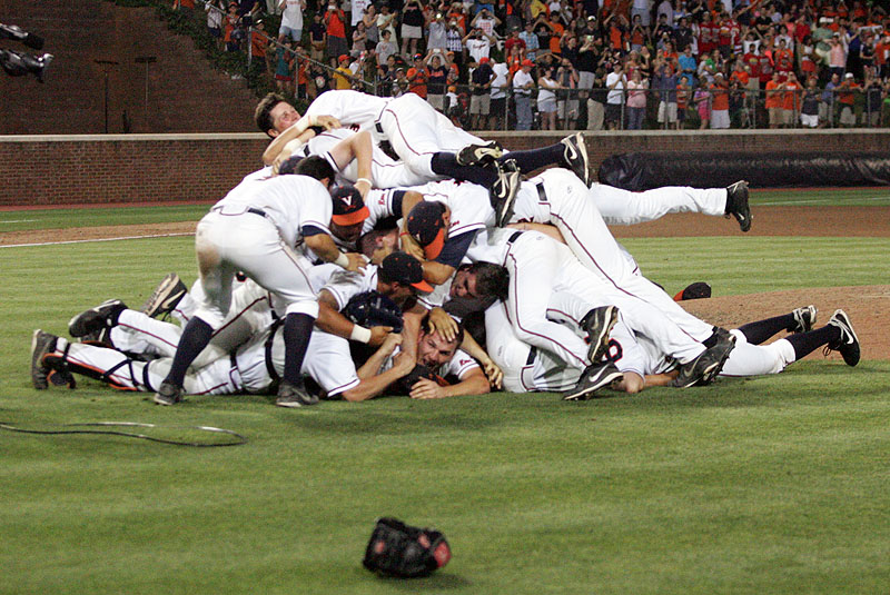 2014BaseBall_maryland_dogpile001b