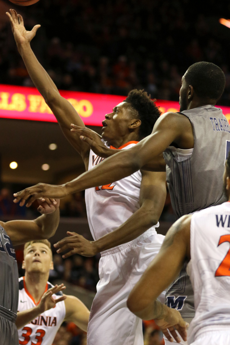 De'Andre Hunter made eight shots and six free throws in the win.