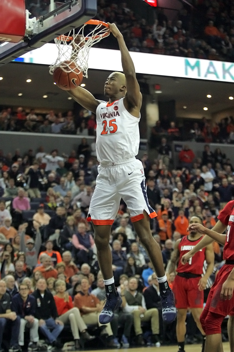 Mamadi Diakite is coming back for his senior year.