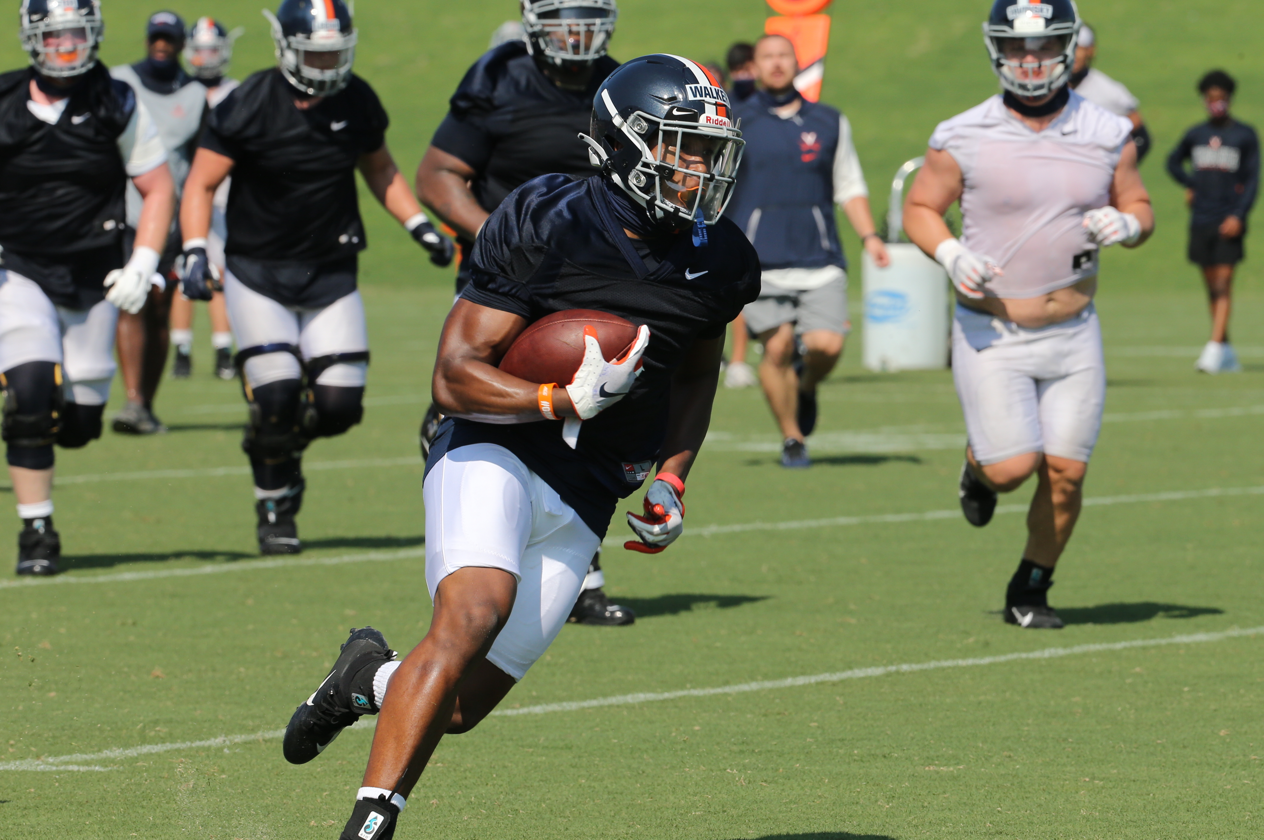 Virginia Football Notes Ronnie Walker Jr Is Eligible Giving The Run Game A Boost Thesabre Com